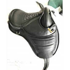 Barefoot Cheyenne Leather Treeless Saddle Size 0, Black - SOLD