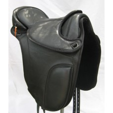 Barefoot London - Treeless Dressage Saddle