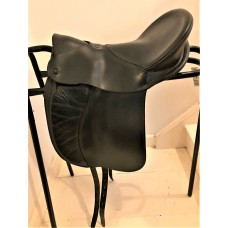 Ansur Classic Treeless Dressage Saddle, Black Size 3 Junior - SOLD