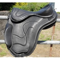 Freeform Classic Treeless GP Saddle